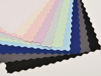 Muster von farbigen Tischdecken zum Verkauf